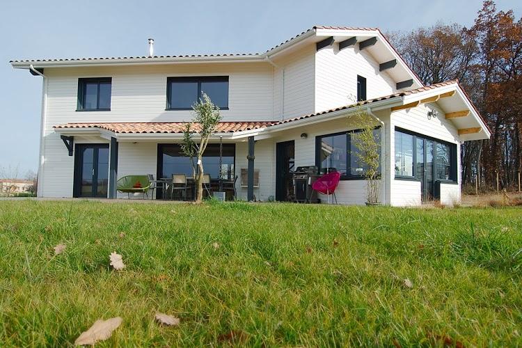 neapolis-construction-photo-de-realisations-maison-blanche-en-bois